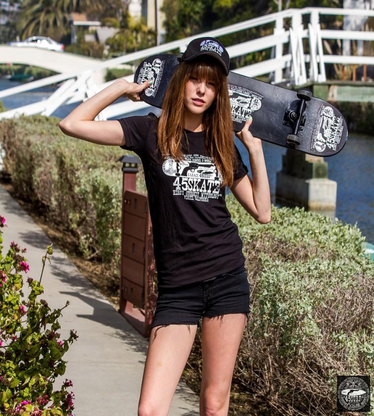 hot-girl-skater-girls-wall