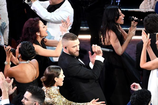"""Justin Timberlake singing """"Can't Stop The Feeling"""" at the 2017 Oscars"""