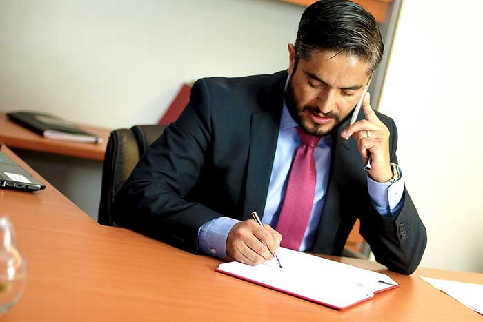 Need to Hire an Injury Lawyer? Here are the Qualities to Look For
