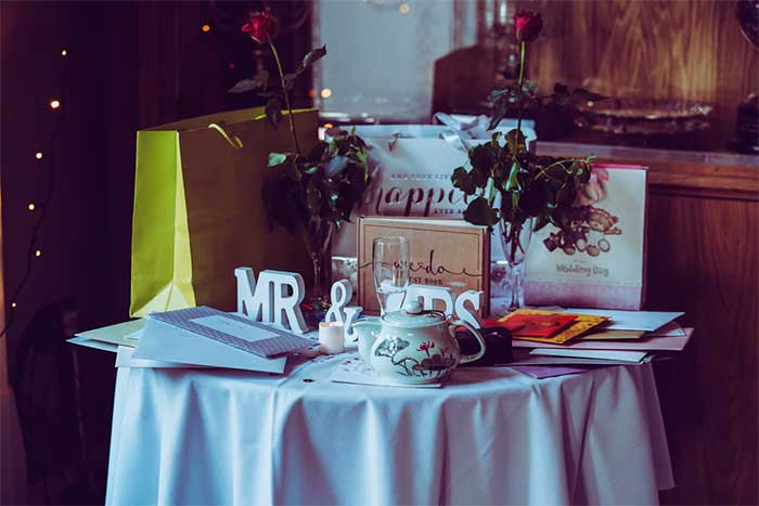 10 Tips on Unique Wedding Presents for the Couple In 2021